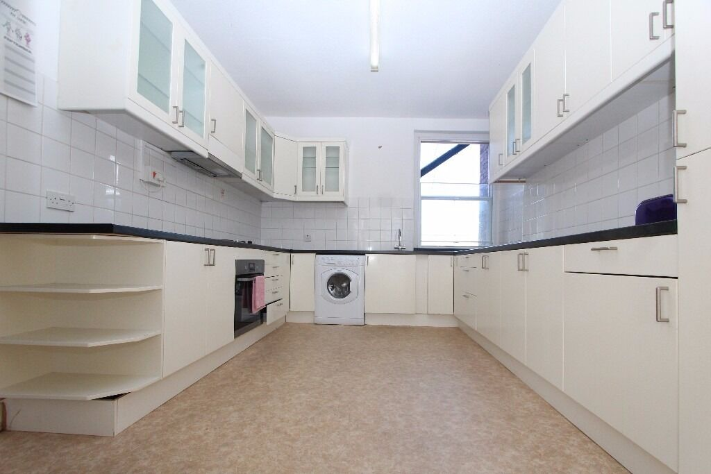 Large 3 bedroom flat to rent in Muswell Hill, N10 £1950pcm