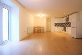 2 bedroom flat in Stratford Road, Stratford, E13