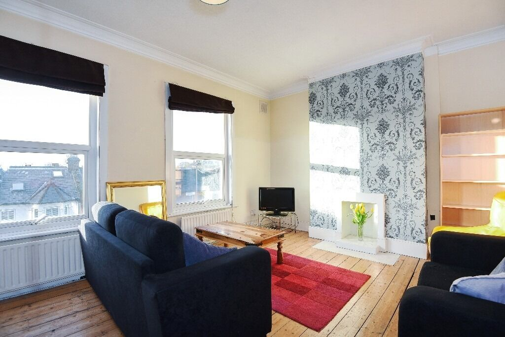 Garratt Lane, SW18 - Spacious and well presented one double bedroom conversion flat - £1,250pcm