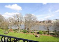 Riverside apartment - Amazing views - 3 double bedrooms - Available now
