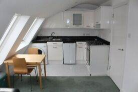 CR3- Cosy Bright Quiet ONE BED FLAT (2nd Floor) with Open-Plan Kitchen & Living Room-Islington N1