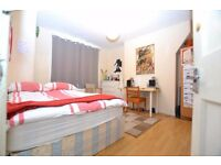 SEPTEMBER LET, 3 BEDROOM FLAT IN BRICK LANE, GREAT LOCATION, NEW FURNITURE + WOODEN FLOORING!