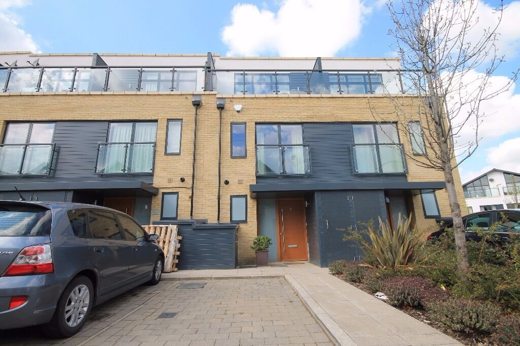 3 DOUBLE BEDROOMS ON THE KINGS PARK DEVELOPMENT