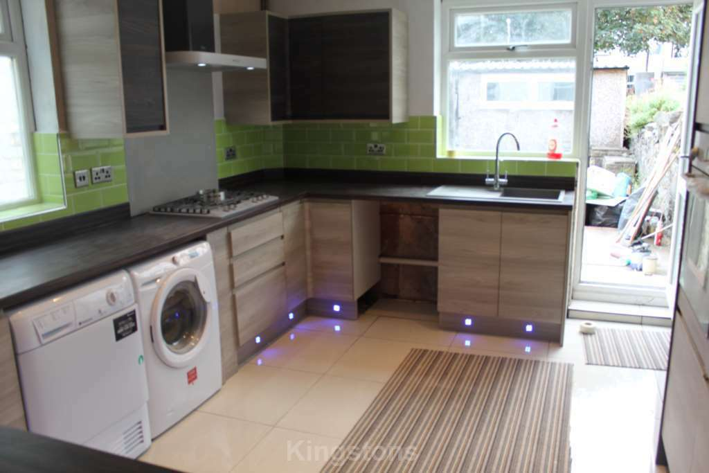5 bedroom house in Whitchurch Road, Heath, CF14 3JQ