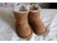 Baby Toddler Boots Shoes Faux Fur U.S Siz 4 UK 3 European 19 6 to 12 months in good condition