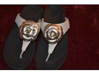 Genuine Fit Flop Ladies Sandals VGC Size 7 / 40. Cream Leather + Silver Flower