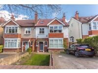 3 bed split level apartment with garden and close to the station