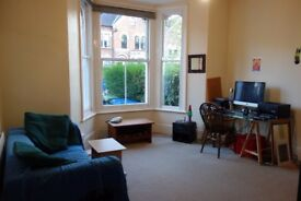 1 double bed flat in period detached house ~ lovely & leafy flat & location!