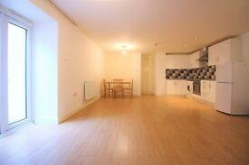 2 bedroom flat in Stratford Road, Stratford, E13