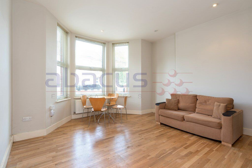 A newly refurbished beautiful 1x bedroom garden flat in cricklewood - 07473792649