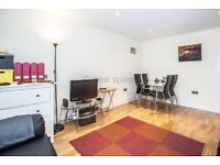 2 bedroom flat in Cheshire Street, Shoreditch, E2