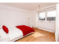 Large double room in a fantastic flat with beautiful views of London! Reserve now, move September!