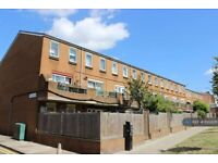 3 bedroom flat in Templeton Close, London, N16 (3 bed) (#1002231)
