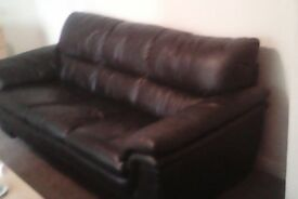 3 SEATER BLACK LEATHER SETTEE URGENT SALE HENCE PRICE