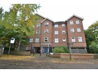 Two Bedroom Purpose-Built Apartment In Quiet Cul-De-Sac Close To Colliers Wood Station