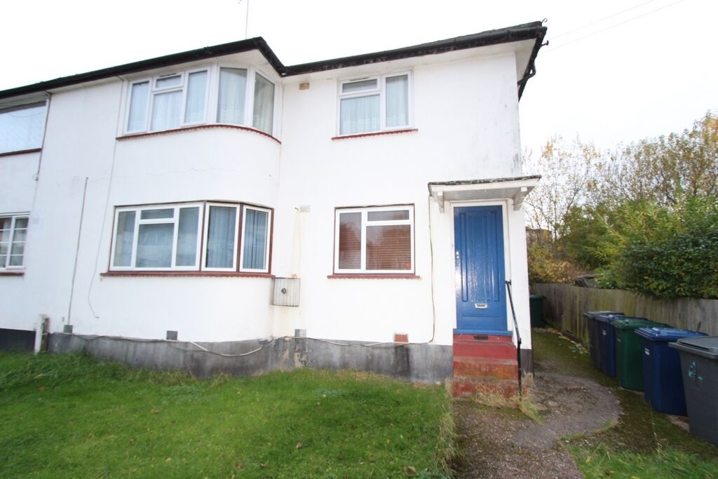 2 bedroom flat in Westmere Drive, Edgware, NW7