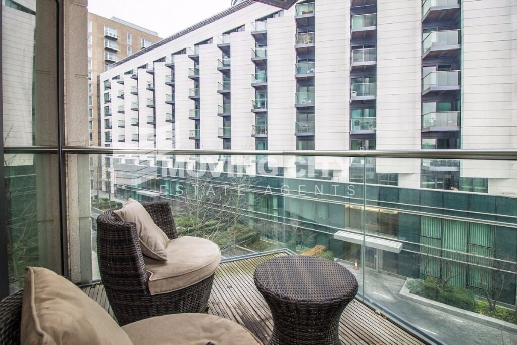 AMAZING LUXURY APARTMENT TO RENT IN CANARY WHARF MINUTES AWAY FROM THE STATION
