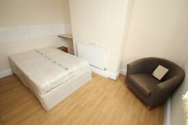 Bedsit with Ensuite and Own Kitchen - Hillcrest View, Leeds, West Yorkshire, LS7