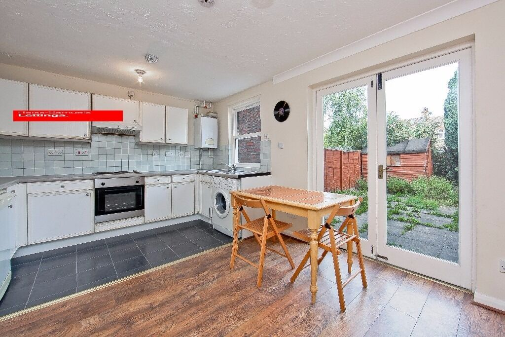 STUDENT DISCOUNT- 5 BED 5 BATH-AVAILABLE IN SEPTEMBER LOCKESFIELD PLACE E14 CALL TODAY TO VIEW