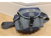 TOWN & COUNTRY CAMERA BAG, with carrying strap