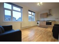 3 DOUBLE bedroom flat to rent in Eltham, SE9 close to HIGH STREET and TRAIN STATION - AVAILABLE NOW!