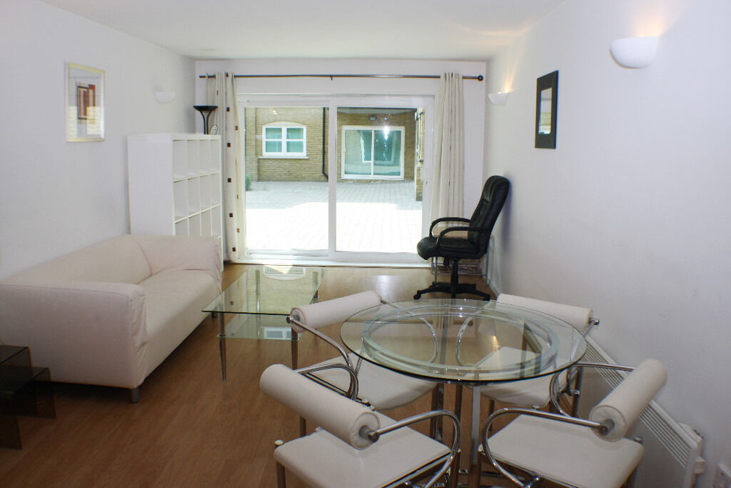 Spacious one bedroom apartment in warehouse conversion