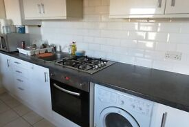 LOVELY 3 DOUBLE BEDROOM IN WINDMILL ROAD BRENTFORD, AVAILABLE NOW !! INCLUSIVE OF GAS AND WATER !!