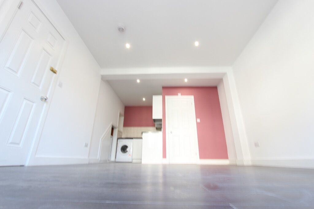 AVAIL NOW. 1 BED FLAT. CLOSE to TRAIN, SHOPS. WINCHMORE HILL N21, ENFIELD TOWN EN1 GORDON HILL