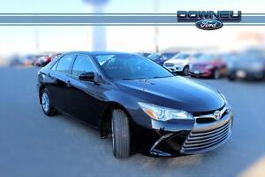 2016 Toyota Camry LE/ ONLY 27,000KM/ BEST PRICE AROUND/ BACK-UP