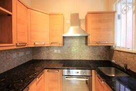 Furnished 3 Bed Flat for Rent - Ideal for Professionals - Shared Garden - Near Amenities and Station