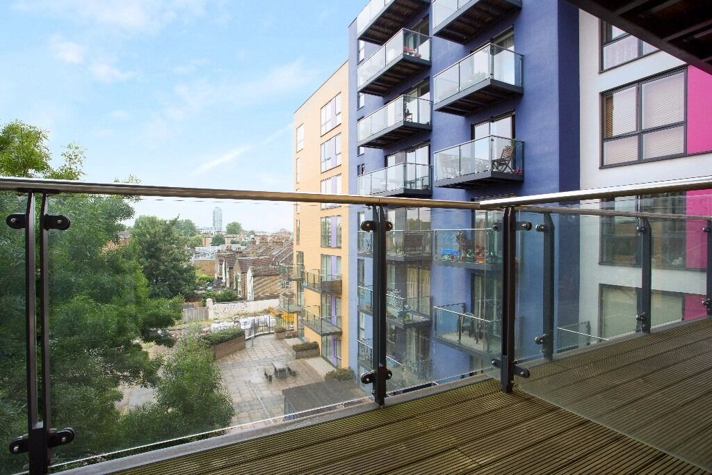 @ Baquba Building - Immaculate one bedroom apartment - Seconds from station - Gym & Concierge!