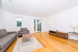 ** Amazing 3 bed town house in Charlton, large rare garden,