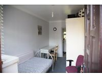 Self Contained Room, Private Entrance, Bathroom & Kitchenette in Colindale