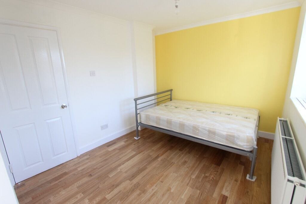 DOUBLE BRAND NEW ROOM TO LET. HATFIELD AL10. Close to Train, Shops, Amenities, Gym. Avail SEPT