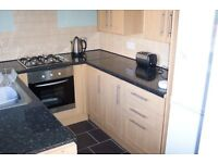 Well presented 2 bed flat - close to station and town centre