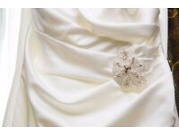 wedding dress soft ivory 12/14 with detachable train