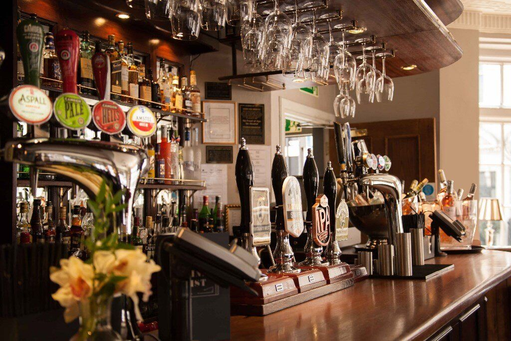 Waiting staff wanted for thriving Mayfair pub- Sundays off!
