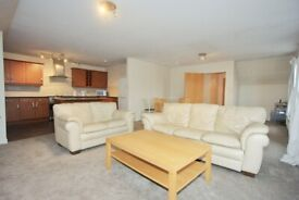 Very Spacious 2 Bedroom/2 Bathroom Fully Furnished Flat in Dalry