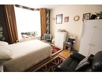 A Stunning 3 Bedroom House in Leyton