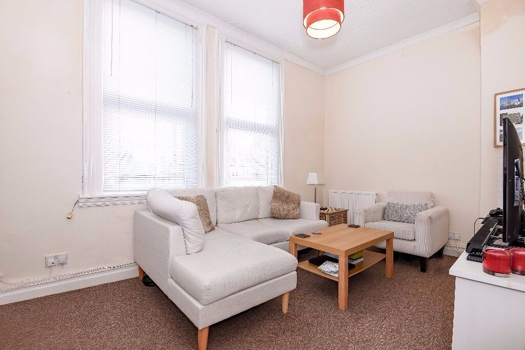 A well presented 1 bed flat to rent near the Northern & District Line. Kingston Rd, Wimbledon SW19
