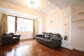 ***Cheap, bright and spacious apartment in Nothing Hill***