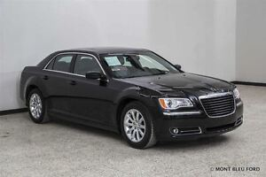 2014 Chrysler 300 Touring w/LEATHER, PANORAMIC ROOF, BACK-UP CAM