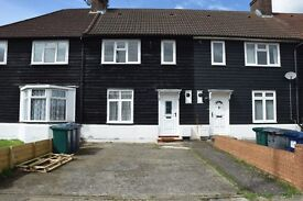 Brand new 4 bed house with parkings pace and rear private garden in Edgware / Burnt oak