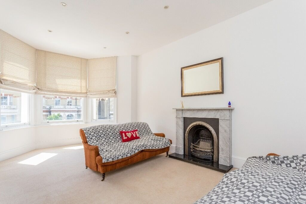 Two bedroom conversion flat near Clapham Old Town