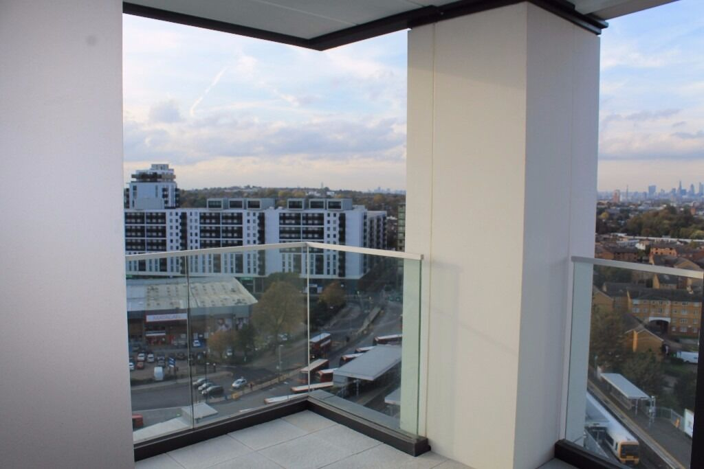 - Brand new Furnished or Unfurnished 2 bedroom 2 bathroom prperty in Portrait next to Lewisham DLR!