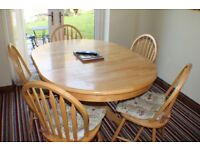 SOLID ROUND EXTENTABLE PINE DINING TABLE and 5 MATCHING CHAIRS