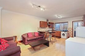 Very large four bedroom split level flat to rent in Deptford!