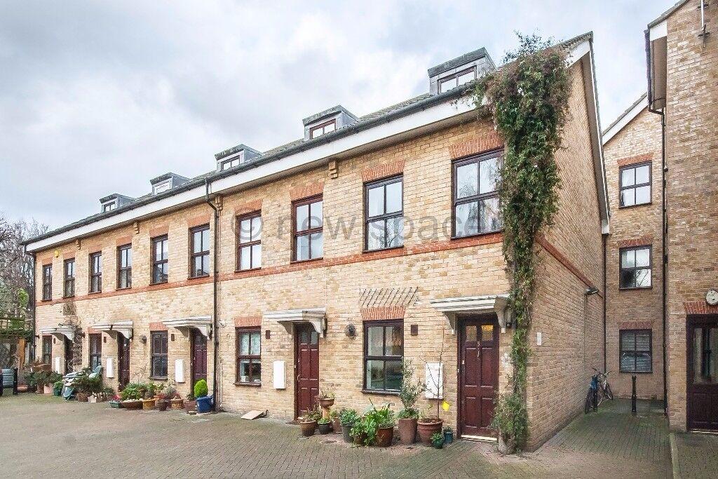 3 Bed house 2 Bath, Victoria Park. Excellent value for money!