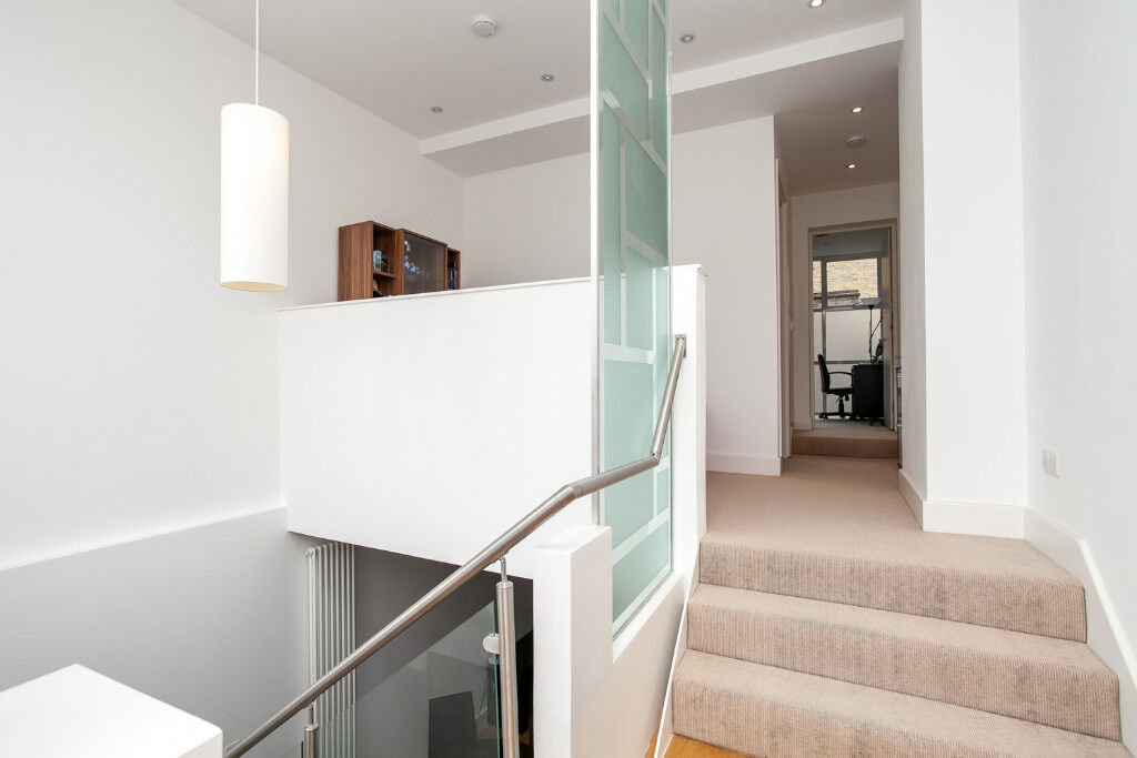 A HUGE 1 double bedroom flat split over 2 levels in Islington's most sought after area in Canonbury