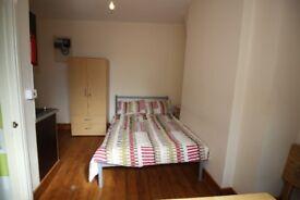 Nice studio flat located on (2nd floor) Stoke Newington High Street N16 0NY